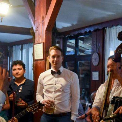 Nedeljna doza jednog muzičara, zarobljenog u svetu preživljavanja u Srbiji