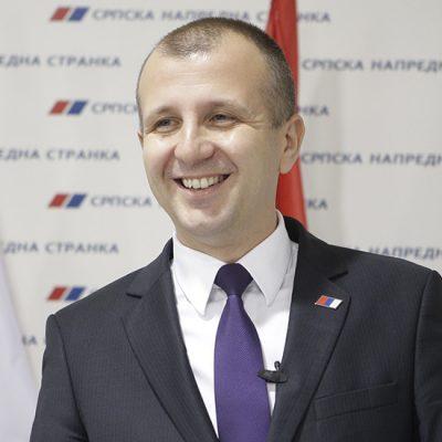Naprednjačke ostavke, smene i isključenja: Sušec, Beč, Lazarov, Belić