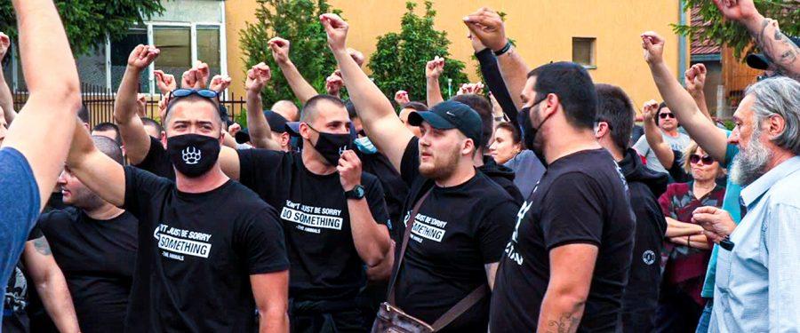 Ekstremni desničari ispred migrantskog centra