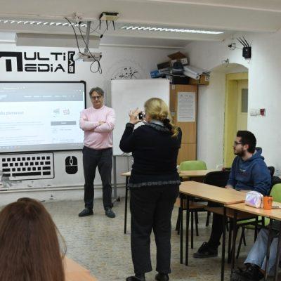Jezik, mediji i kultura: Medijsko opismenjavanje gimnazijalaca