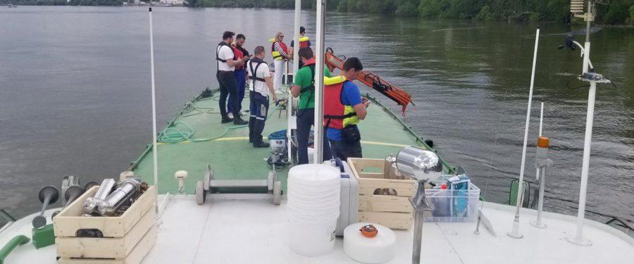 """Istraživački brod """"Argus"""" u vodama Dunava nadomak Pančeva"""