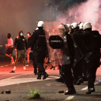 Brutalna policijska sila primenjena protiv mirnih demonstranata